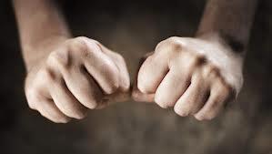 maanden tellen op knokkels handen